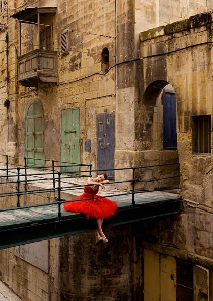 Editorial de moda em East Street, Valletta, Malta