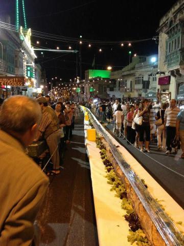 100 metros de pão em Malta