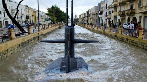 enchente e humor em Malta